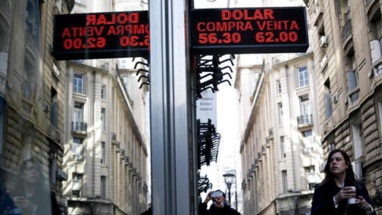 O governo argentino ressalta que a proposta econômica não foi alterada, mas que serão ajustadas algumas datas de pagamento contempladas nos novos títulos que vão substituir a dívida velha em moratória.