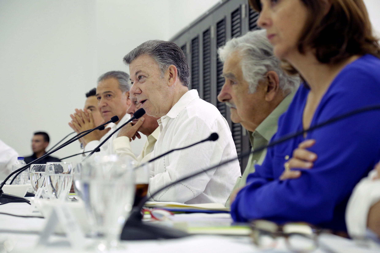 El Presidente Juan Manuel Santos, el Vicepresidente Óscar Naranjo, el ex presidente uruguayo José Mujica y la Canciller María Ángela Holguín, este sábado en la reunión de seguimiento a los avances en la implementación del Acuerdo de Paz, Turbaco, Bolívar.