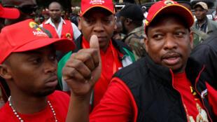 Gwamnan Nairobi da ke Kenya Mike Sonko tare da magoya bayansa