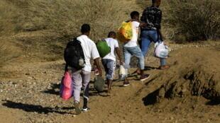 Des civils éthiopiens tentent de passer au Soudan voisins, décembre 2020.