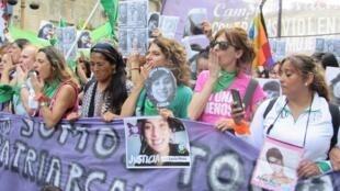 Mulheres argentinas são as mais mobilizadas da América Latina em defesa do aborto e contra crimes de feminicício, como em manifestação realizada em dezembro de 2018.
