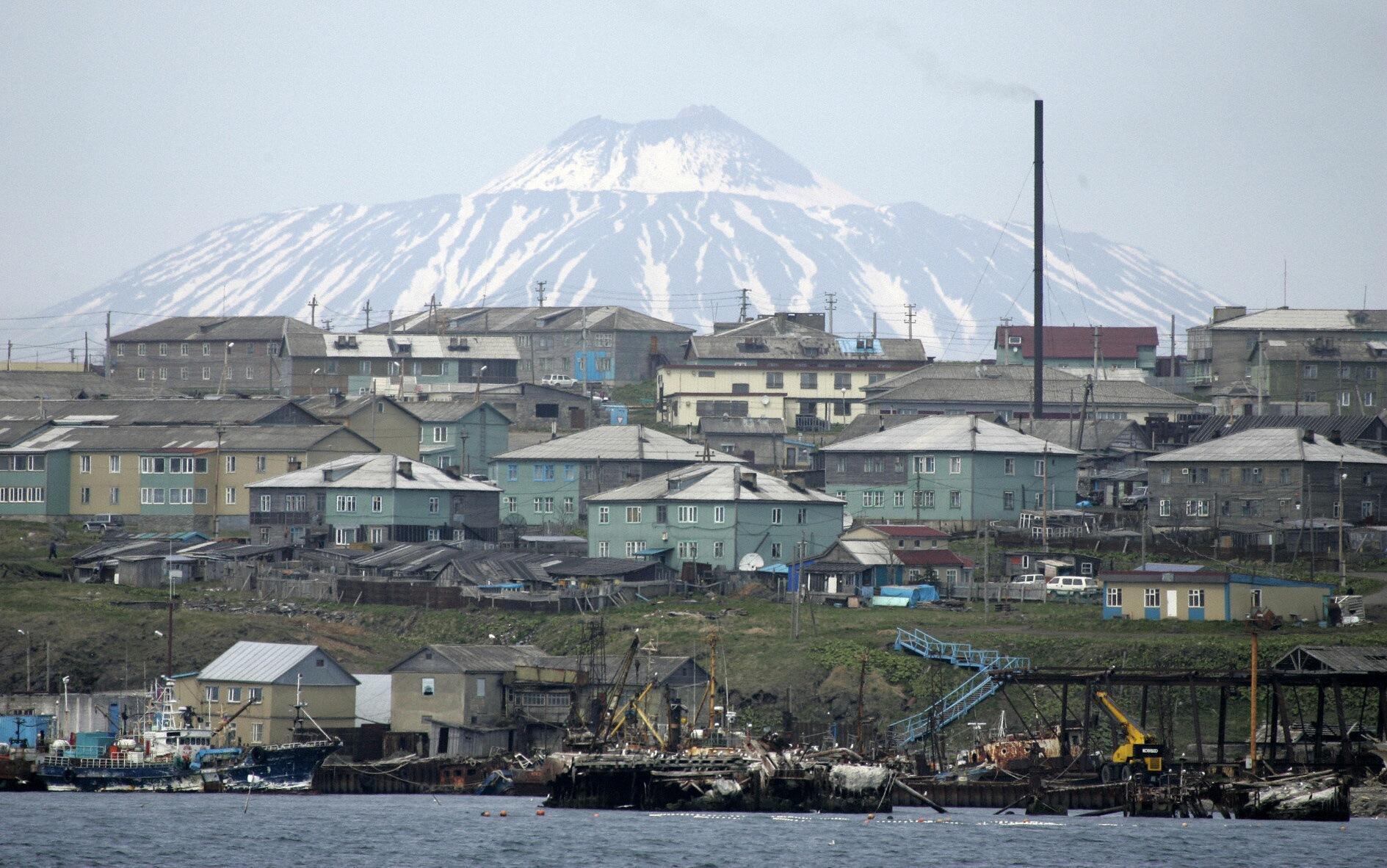 Đảo Kunashiri, một trong bốn hòn đảo thuộc nhóm đảo Kuriles đang nằm dưới sự kiểm soát của Nga (Ảnh chụp hồi tháng 3 năm2007).