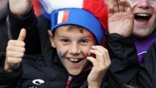 Des supporters de l'équipe de France au Parc des Princes, le 7 juin 2019.