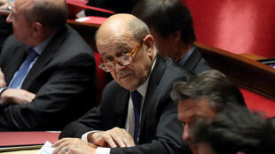Ngoại trưởng Pháp Yves Le Drian (đeo kính), tại Quốc Hội, Paris, ngày 20/02/2018