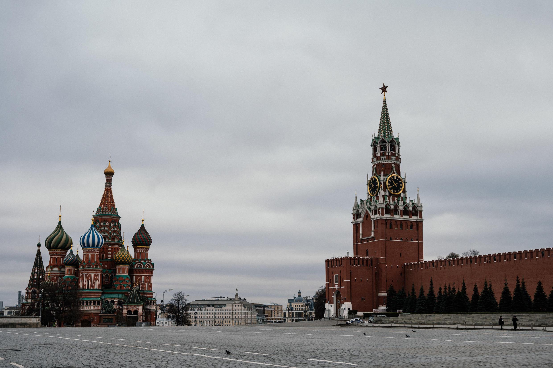 La Plaza Roja de Moscú, prácticamente vacía el 30 de marzo de 2020