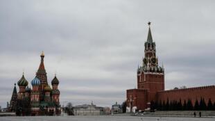 空荡荡的莫斯科红场,2020年3月30日。La Plaza Roja de Moscú, prácticamente vacía el 30 de marzo de 2020