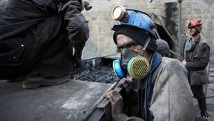 150101121412_worker_iran_512x288_fars