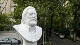 مجسمه جمشید مشایخی در تهران