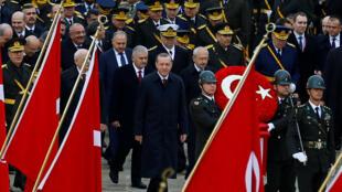 Президент Турции во время военного парада, посвященного Дню Республики, 29 октября 2016.