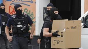 Perquisition de la police allemande à la mosquée Al-Irschad à Berlin, le 30 avril.