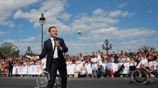 امانوئل ماکرون، در حمایت از میزبانی پاریس برای بازیهای المپیک ۲۰۲۴