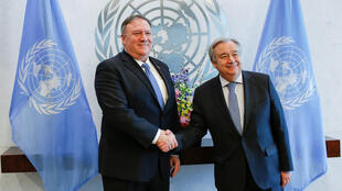Ngoại trưởng Mỹ Mike Pompeo (T) bắt tay tổng thư ký Liên Hiệp Quốc Antonio Guterres trước cuộc gặp tại trụ sở Liên Hiệp Quốc, New York, ngày 21/02/2019