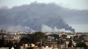 Tripoli après des bombardements par les forces du maréchal Khalifa Haftar, le 9 mai 2020.