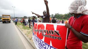 Des soutiens du FPI protestant contre le projet de Constitution à Abidjan, le 8 octobre 2016.