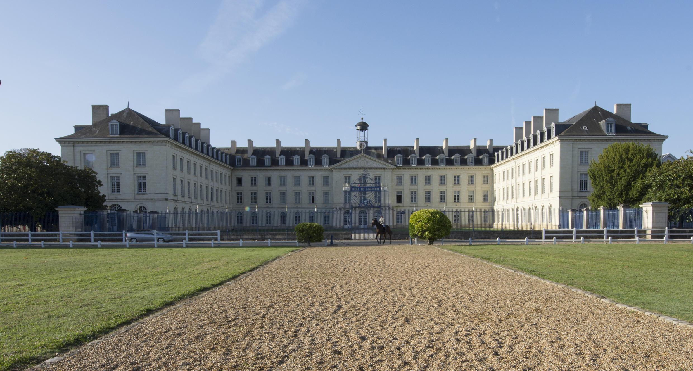 L'Ecole de cavalerie de Saumur, sur les bords de Loire.