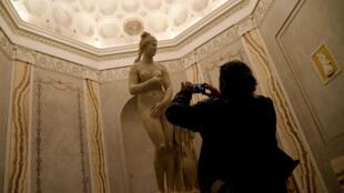 A Vênus Capitolina e as outras esculturas escondidas durante a visita do presidente iraniano, Hassan Rohani, foram descobertas depois de sua passagem pelo Capitólio, em Roma, na segunda-feira (25).