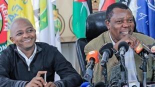 Rais wa Shirikisho la Soka nchini Kenya Nick Mwendwa (kushoto) akiwa na Katibu Mkuu wa Cecafa, Nicholaus Musonye