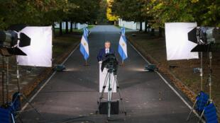 Presidente argentino, contagiado, mesmo vacinado, mantém isolamento mesmo durante anúncios Foto Presidência Argentina