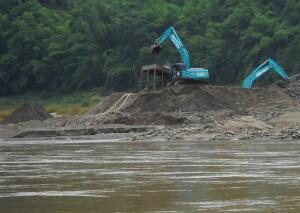 Công trình xây đập Xayaburi tại Lào. Ảnh chụp của tổ chức International Rivers vào tháng 06/2012.