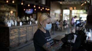 Dans un bar de Houston en pleine pandémie de Covid-19, le 22 mai 2020.