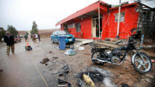 """محل انفجار، در مقابل دفتر حزب دموکرات کردستان ایران، در شهر """"کویسنجق"""" در شرق اربیل مرکز اقلیم کردستان عراق. چهارشنبه، اول دی/ ٢۱ دسامبر ٢٠۱۶"""
