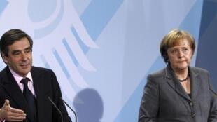 Francois Fillon et Angela Merkel en 2010, lors d'une conférence de presse à Berlin, lorsqu'il était Premier ministre de Nicolas Sarkozy.
