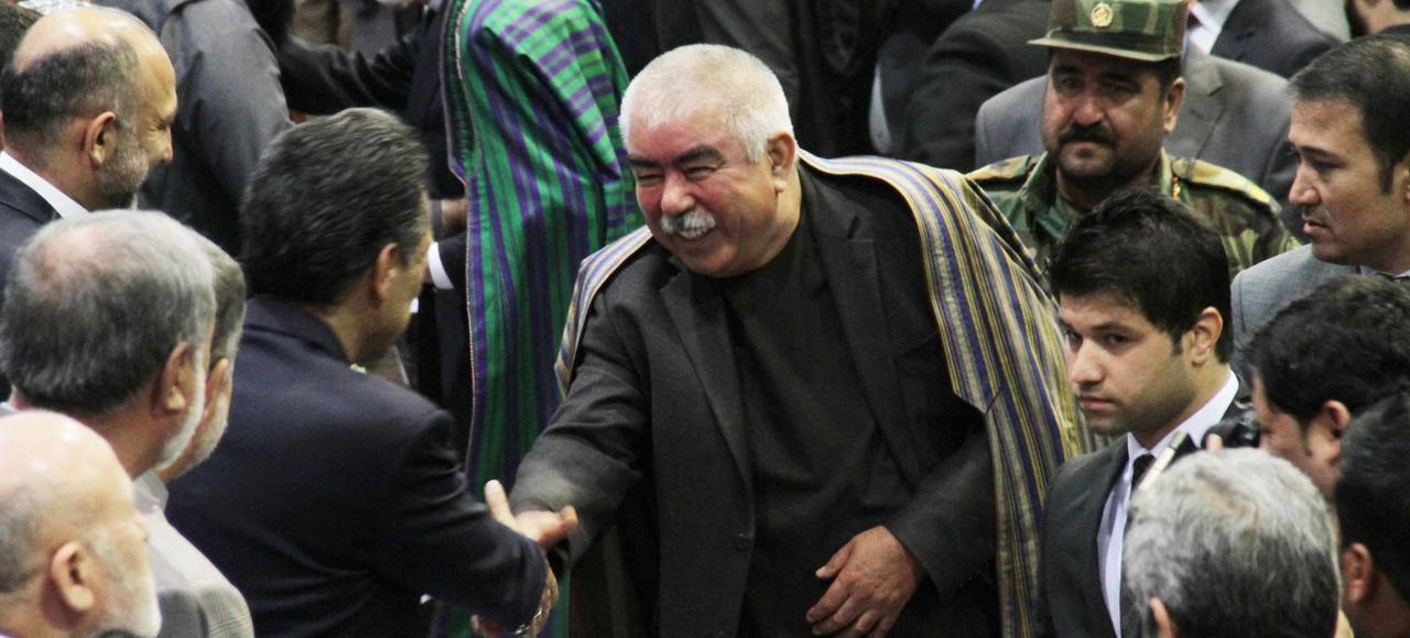 عکس آرشیو - ژنرال عبدالرشید دوستم در مجلس یادبودی که به مناسبت چهاردهمین سالگرد کشته شدن احمدشاه مسعود در کابل برگزار شده است. ٩ سپتامبر ٢٠۱۵