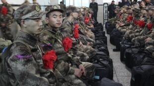 Các tân binh mới tuyển mộ của quân đội Trung Quốc đang đợi lên tàu tại Hồ Nam, ngày 13/12/2012.