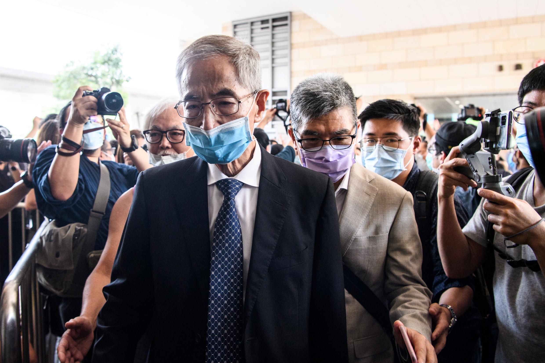 El abogado Martin Lee llega al tribunal de Kowloon Oeste el 18 de mayo de 2020 para comparecer por cargos relacionados con las protestas del año pasado