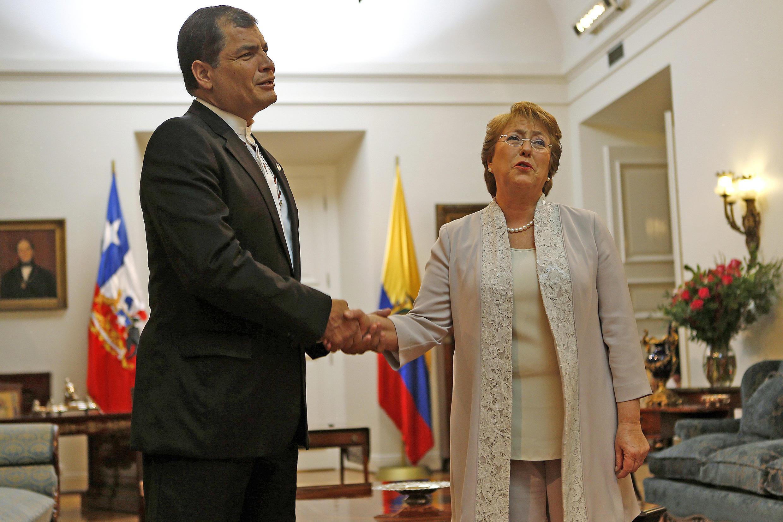 Los mandatarios Rafael Correa y Michelle Bachelet, en Santiago de Chile, este 13 de mayo de 2014.