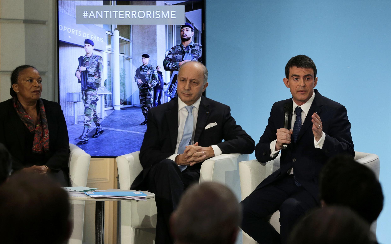 Laurent Fabius (centre) a profité de l'occasion pour assurer, sur la base d'enquêtes du renseignement selon lui, qu'il n'est «pas exact» que le Qatar finance le terrorisme.