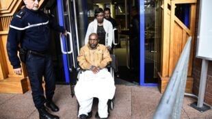 Pascal Simbikangwa, le premier rwandais jugé en France en lien avec le génocide au Rwanda en 1994, le 25 octobre 2016 devant la cour d'assises de Bobigny, près de Paris.