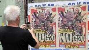 Một tấm áp-phích phản đối thượng đỉnh G20 ở Buenos Aires, Achentina.