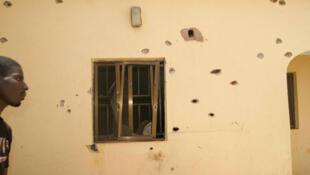 La maison criblée de balles où étaient retenus les deux otages britannique et italien, à Sokoto au Nigeria, le 9 mars 2012.
