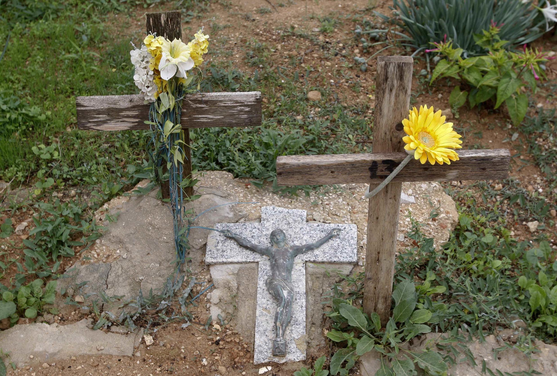 Các ngôi mộ của nạn nhân nhập cư trong nghĩa địa ở Lampedusa, Ý, 06/10/2013