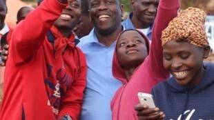 Daviz Simango, candidato do MDM em campanha eleitoral