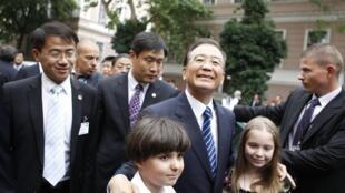 中国总理温家宝在匈牙利布达佩斯大学,2011年6月24日。