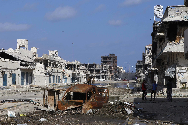 28 октября 2011 года. Ливийский город Сирт после штурма, осуществленного силами повстанцев с поддержкой авиации НАТО