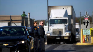 پلیس آمریکا، در حال تجسس پیرامون ماجرای بستههای انفجاری مشکوک در حال تجسس پیرامون ماجرای پشت پردۀ بستههای انفجاری مشکوک در حال تجسس پیرامون ماجرای پشت پردۀ بستههای انفجاری مشکوک که به آدرس مقامات آمریکایی ارسال شده است. پنجشنبه ٣ آبان/ ٢۵ اکتبر ٢٠۱٨