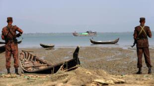 مرزبانان دریایی بنگلادش در حال گشت در مرزهای این کشور با میانمار.