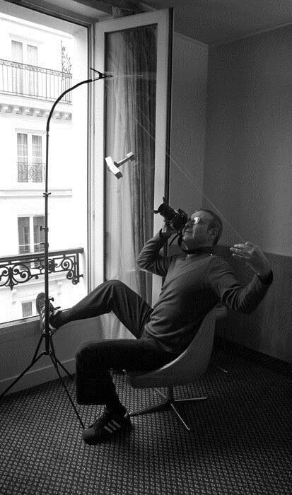O fotógrafo Rogério Reis fez uma miniatura do avião 14-bis para realizar as imagens da exposição que apresenta em Paris em 2016.