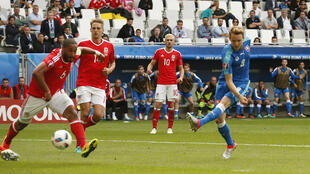 Gales venció a Eslovaquia 2-1.