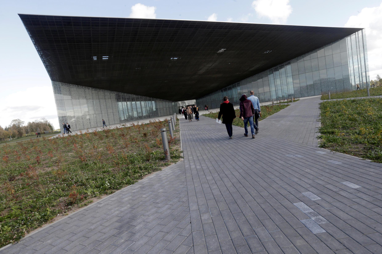 Vue générale sur le nouveau musée national de l'Estonie, à Tartu, inauguré le 1er octobre 2016.