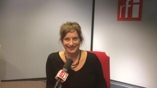 La romancière Julie Bonnie en studio à RFI (le 27 octobre 2017).