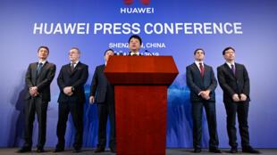 Le président de Huawei, Guo Ping, lors de la conférence de presse à Shenzen.