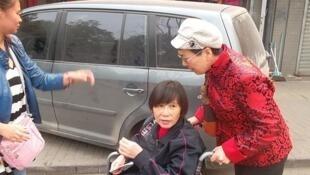 Ni Yulan, militante handicapée à sa sortie de prison le 5 octobre 2013.