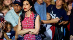 Conseillère de longue date d'Hillary Clinton, Huma Abedin se trouve dans la tourmente.
