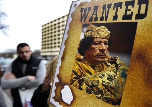 1,7 million de dollars (soit 1 174 921 €) pour la capture de Kadhafi mort ou vif.