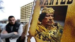 1,7 million de dollars (soit 1 174 921 €) pour la capture de Kadhafi mort ou vif.