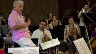 Daniel Barenboin con la orquesta Divan